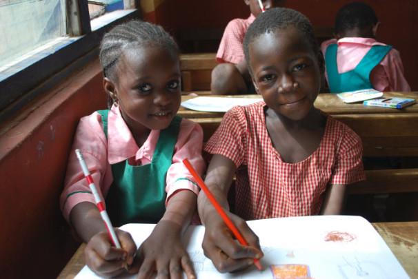 Deklici v šoli v afriški državi Gani (Vir: Tina Palaić)