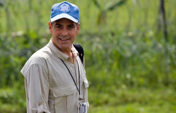 Igralec George Clooney v vlogi glasnika miru pri ozaveščanju o delovanju modrih čelad na severu Demokratične republike Kongo v Afriki (Vir: UN Photo/Marie Frechon)